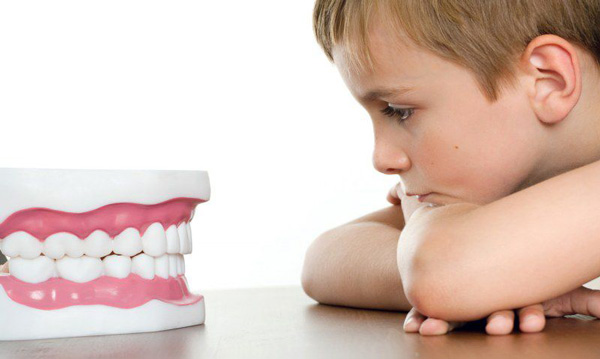 Искривление средних зубов